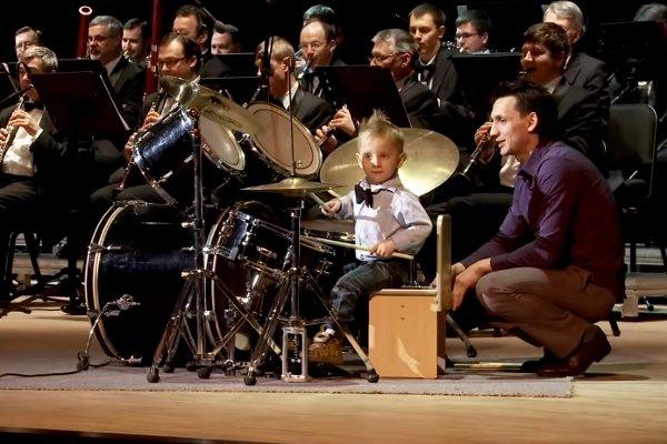 3-year-old-drummer-boy-Lyonya-Shilovsky-plays-with-Novosibirsk-Symphony-Orchestra.
