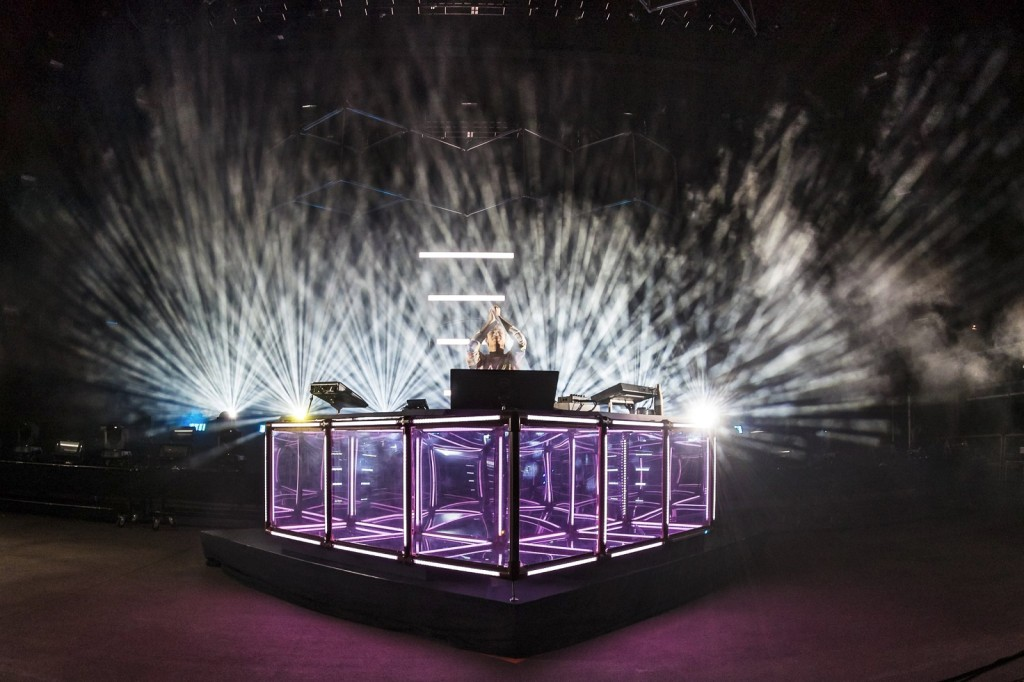 flume-red-rocks-new-stage